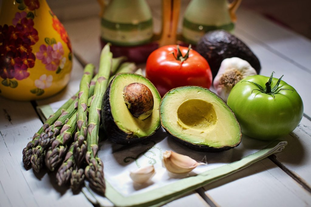 asparagus, avocadoes, tomatoes and garlic